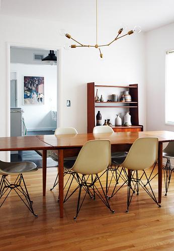 starý nábytok - stôl a príborník