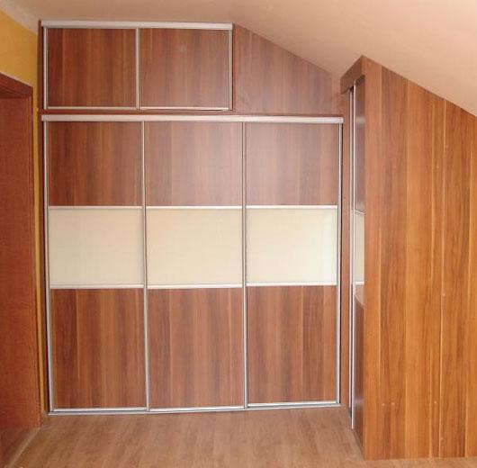 vstavane skrine - posuvne dvere